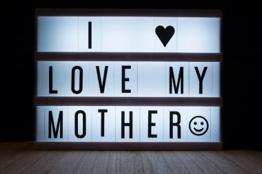 'I love my mother' text in lightbox