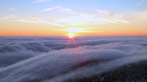 Východ slunce v horách