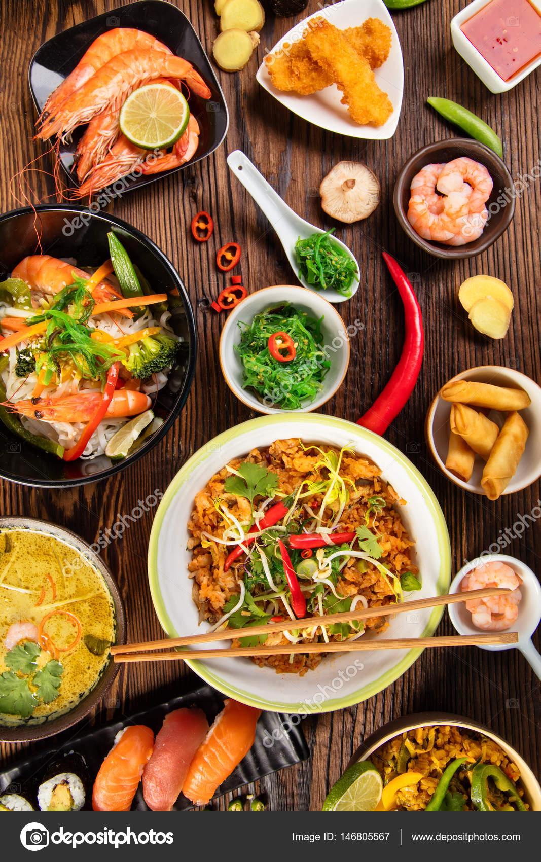 Mesa de comida asi tica com v rios tipos de comida for Stock cuisine saint priest