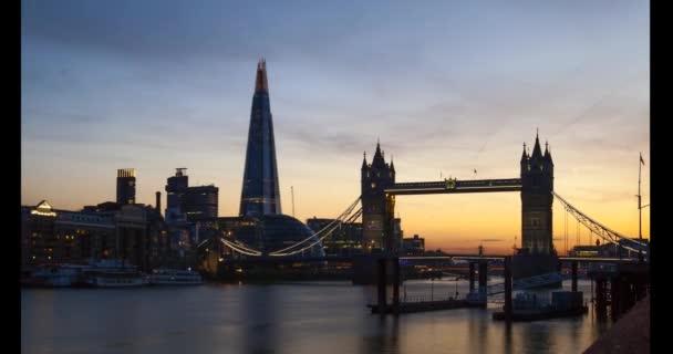Časová prodleva z Tower Bridge v Londýně, Evropa