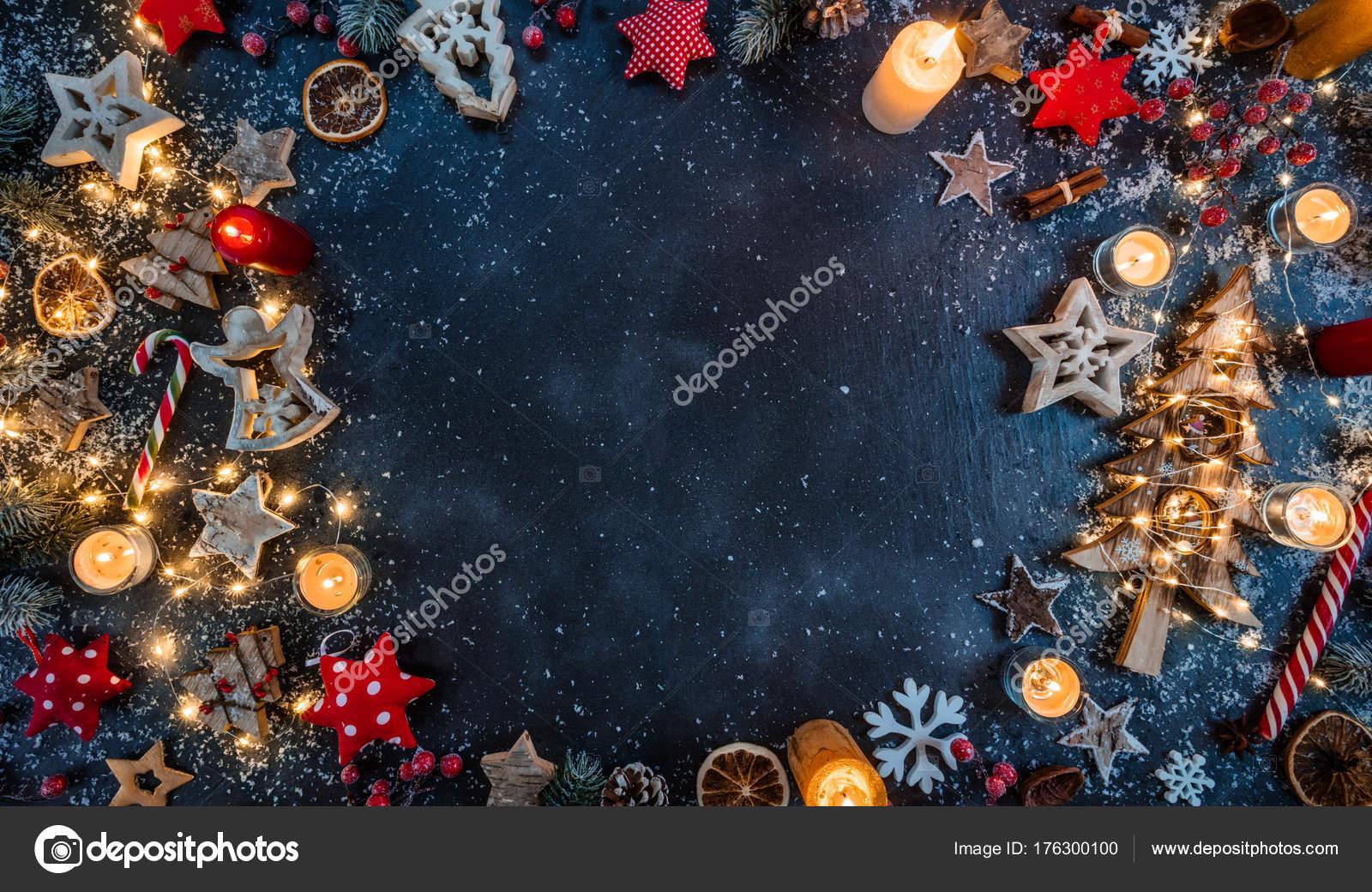 Kostenlose Bilder Von Weihnachten.Weihnachten Hintergrund Mit Holzdekorationen Und Kerzen Kostenlose