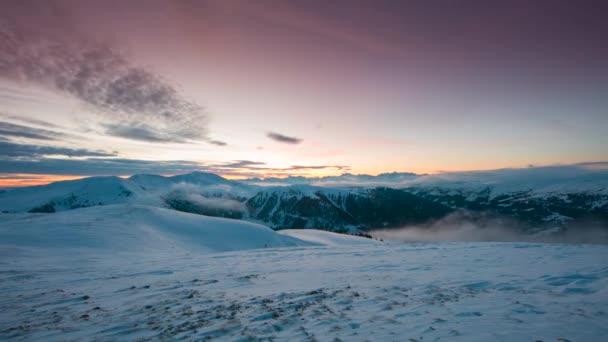 Časová prodleva krásné panoramatické alpskou krajinu v zimě
