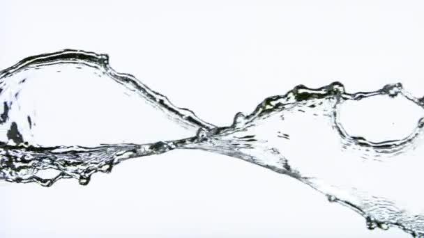 Super Zeitlupe von plätscherndem Wasser isoliert auf weißem Hintergrund. Gefilmt mit einer Hochgeschwindigkeitskamera, 1000 fps.