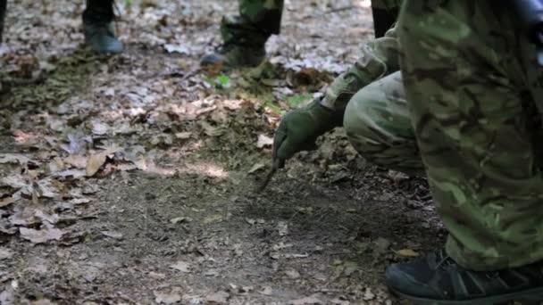 Gerilla harcosok osztag kialakulását a fegyvert szállító terv támadás.