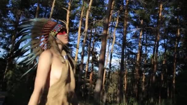 Native American Indian suchen schöne Frau mit der Sonne tanzt