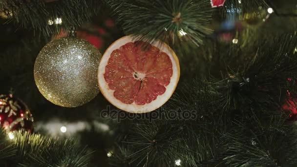 Vánoční a novoroční výzdoba. Abstraktní rozmazané pozadí Bokeh Holiday. Blikající Garland. Vánoční stromeček světélka