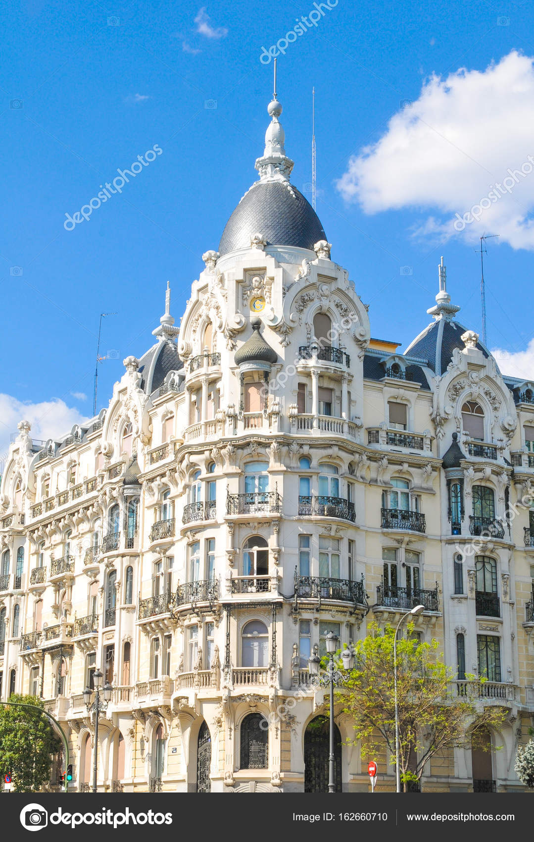 Architettura A Madrid spanish architecture in madrid, spain — stock photo