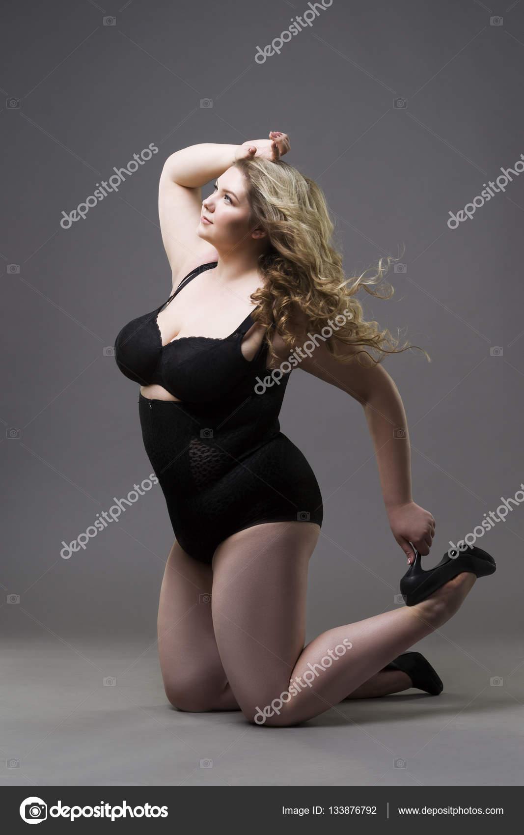 Joven rubia hermosa plus size modelo en fajas mujer xxl en ropa interior de adelgazamiento - Ropa interior xxl ...