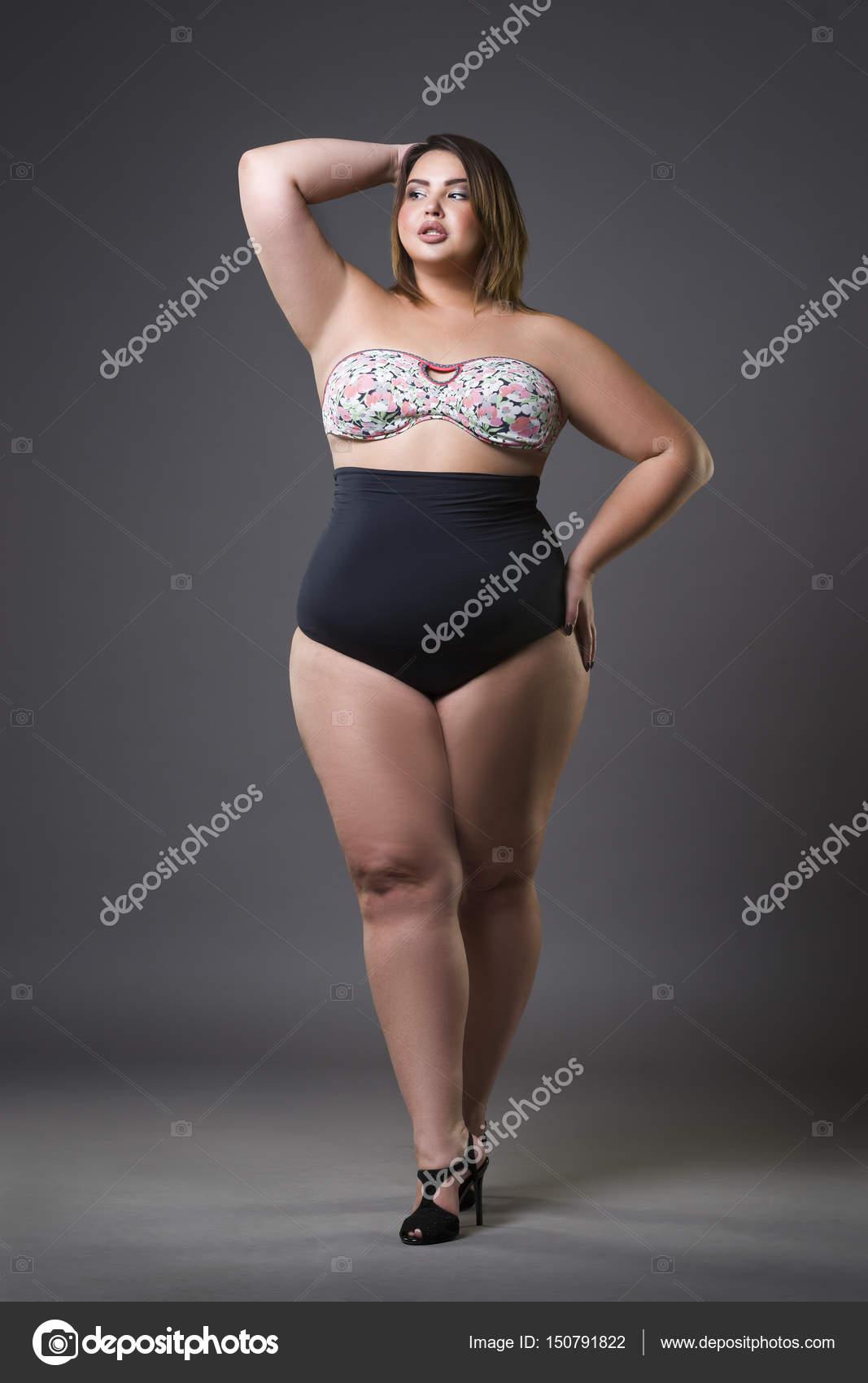Grosse Femme Sexy Photo plus mannequin taille en maillot de bain sexy, jeune grosse femme