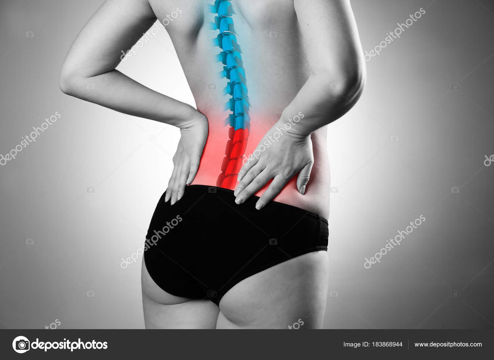 Schmerzen in der Wirbelsäule, Frau mit Rückenschmerzen, Verletzungen ...