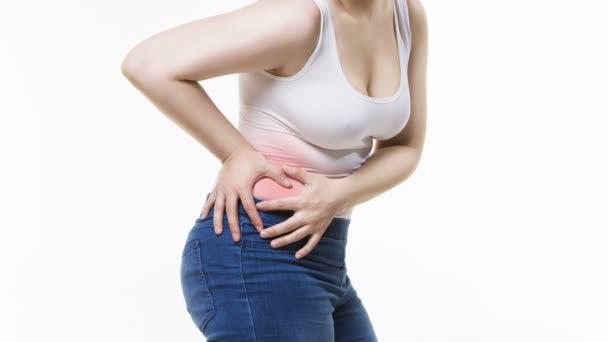 Frau mit Bauchschmerzen, Bauchschmerzen auf weißem Hintergrund, Studioaufnahme