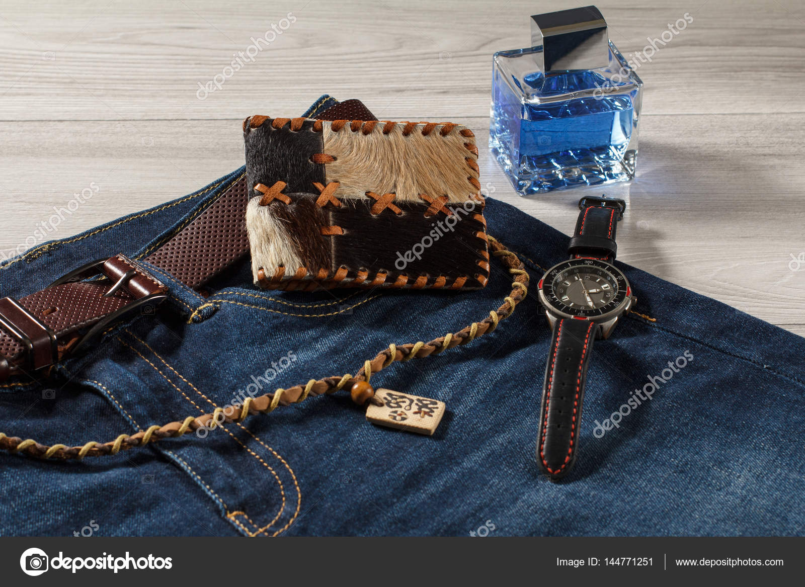 ultima collezione più nuovo di vendita caldo vasta gamma Profumo uomo, orologio e borsa in jeans con cintura in pelle ...