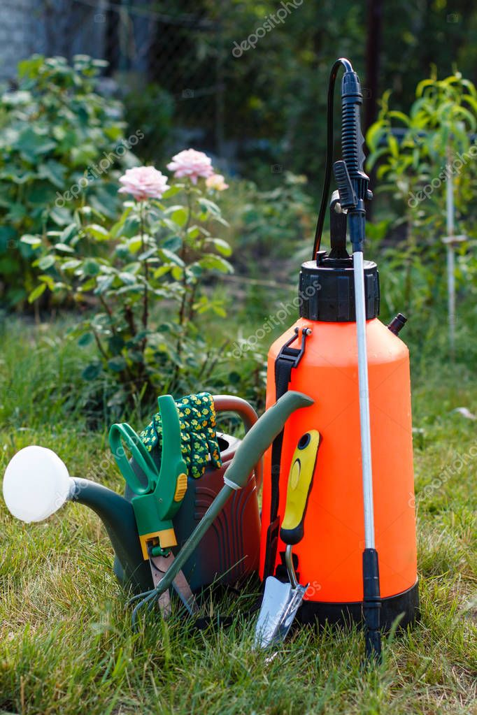 Fertilizer pesticide garden sprayer, watering can and some garde