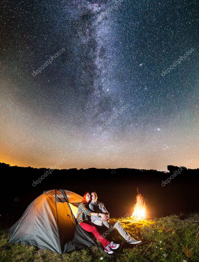 Happy couple tourists looking to the shines starry sky