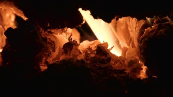 Rudý plamen do ohně