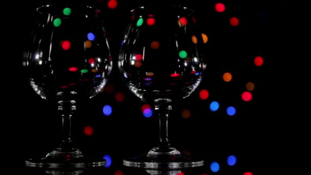 Sklenice na víno a rychle světlé pozadí