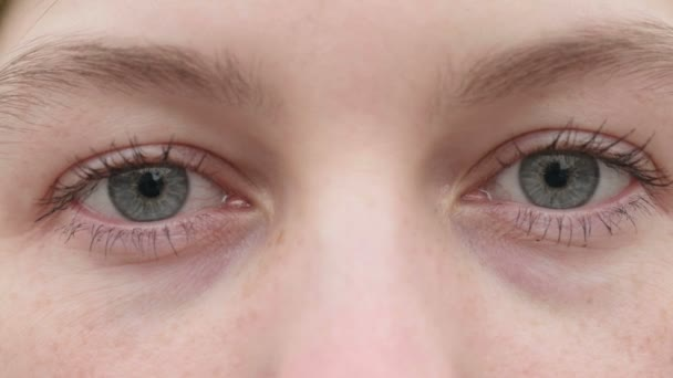 Eyes of the young girl