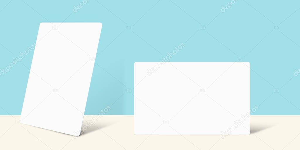 Visitenkarte Mock Hochformat Und Querformat über Blaue Wand