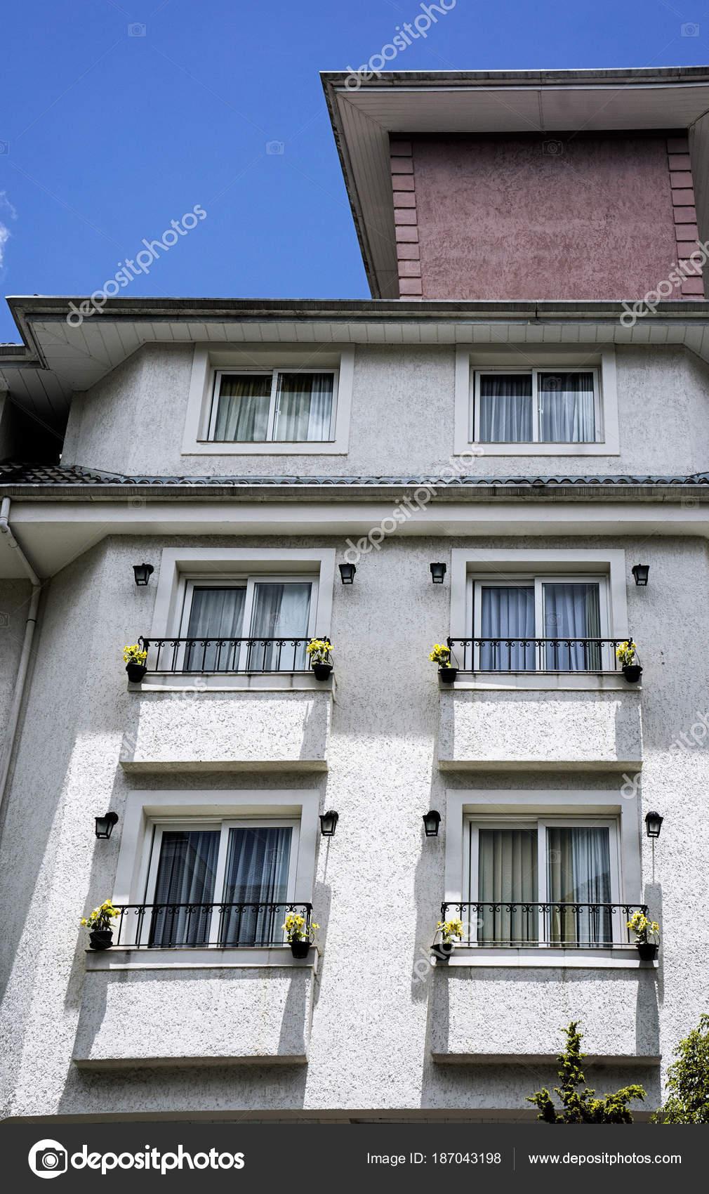 Windows Maceta Terraza Edificio Foto De Stock