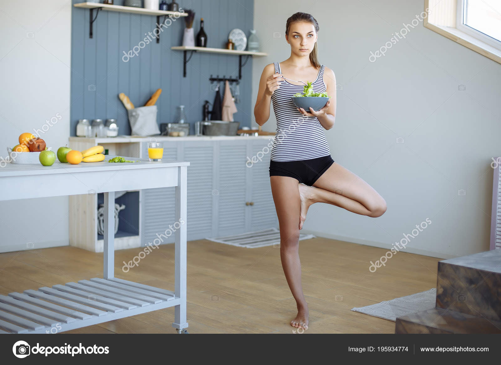 Fitness Girl Eating Healthy Food Doing Stretching Kitchen — Stock ...