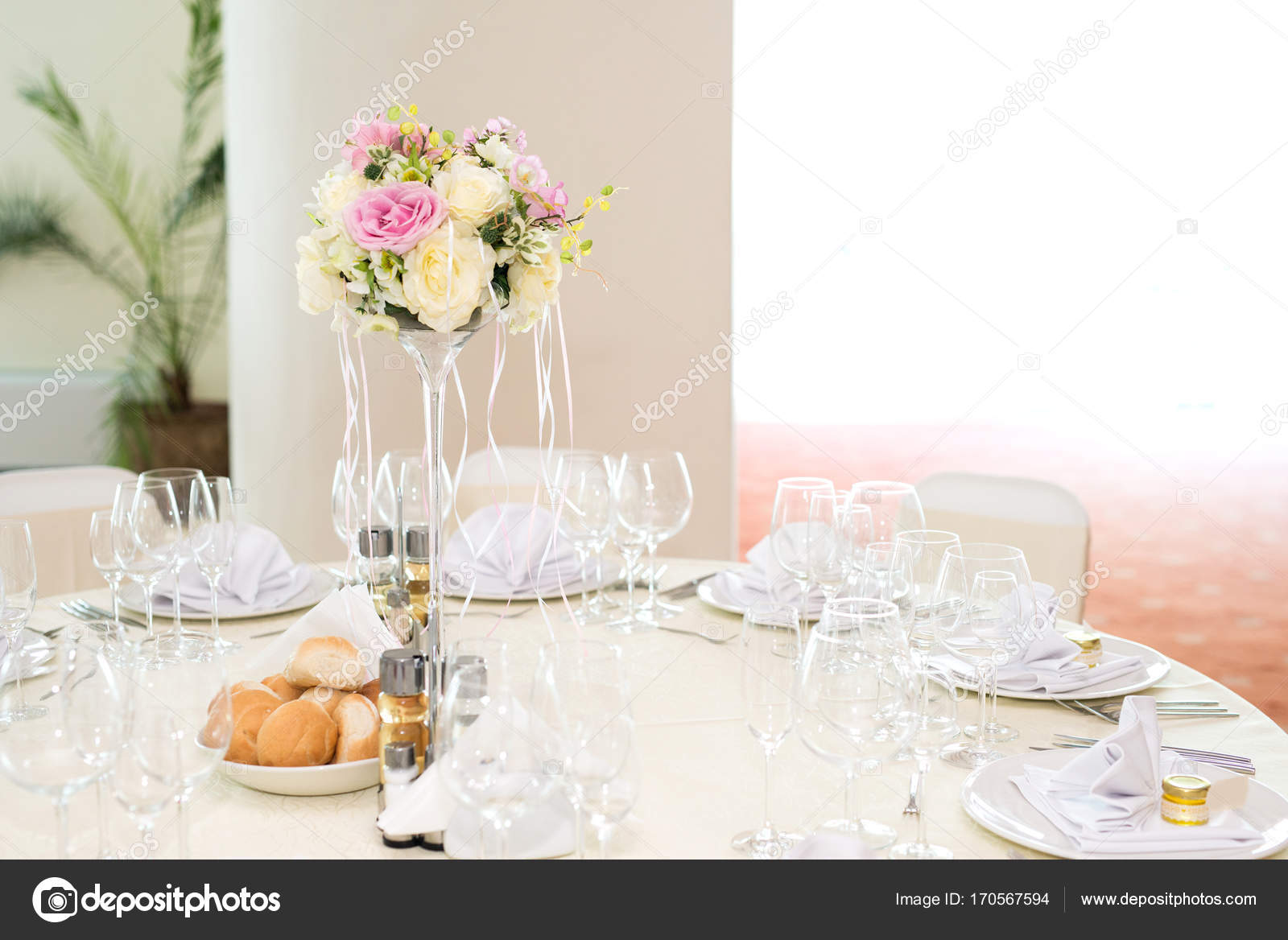 Beautiful wedding floral decoration on a table in a restaurant.White ...