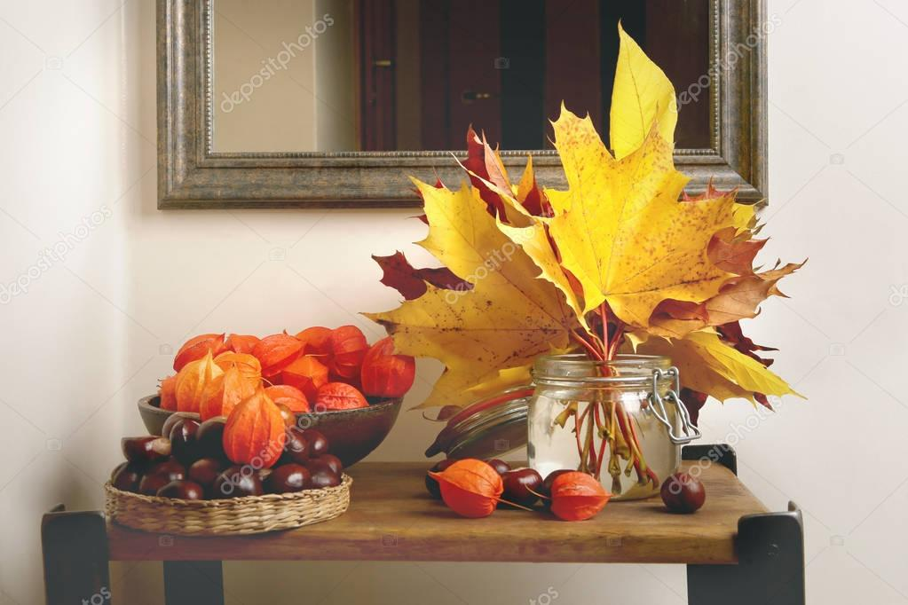 Herfst In Interieur : Herfst plant decoraties in interieur u2014 stockfoto © vaitekune #170205960