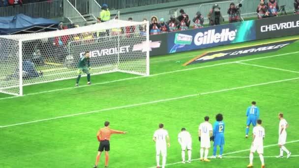 Moscow, Oroszország - március 23-án: egy barátságos labdarúgó-mérkőzés a válogatott Oroszország és Brazília, a szankció Filipe Cautinho és a cél között