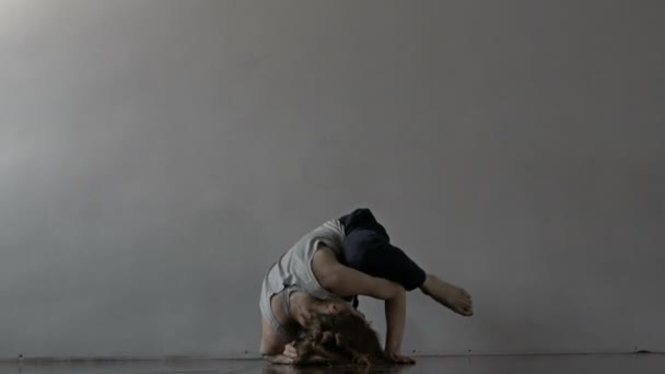 Girl and her minimalistic dance