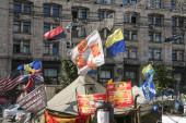 Kyjev, Ukrajina - 4. srpna 2014: Vlajky Ukrajiny a Banderitů vzdávající se stanů europanen na náměstí Maidan na konci revolučních protestů v letech 2013 - 2014