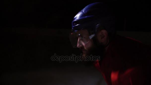 Profesionální hokejisté hrají přestřelce. Hráč, který má trest hokejový brankář. detail.