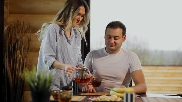 С любовником и мужем видео 12