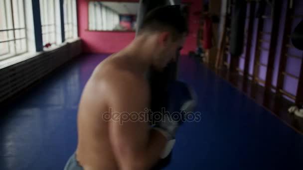 Пультик эленберг фото боксеров голых мужчин члена