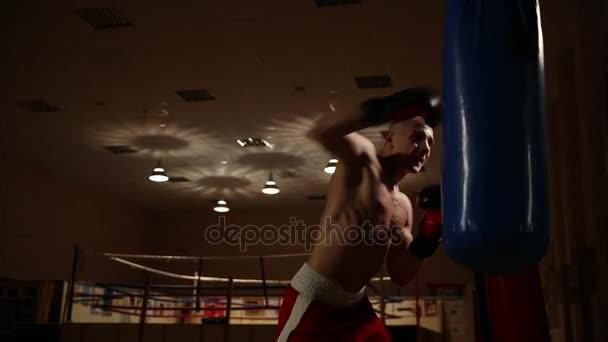 Strong fouká do hruška v Boxerské rukavice dohoda silný muž