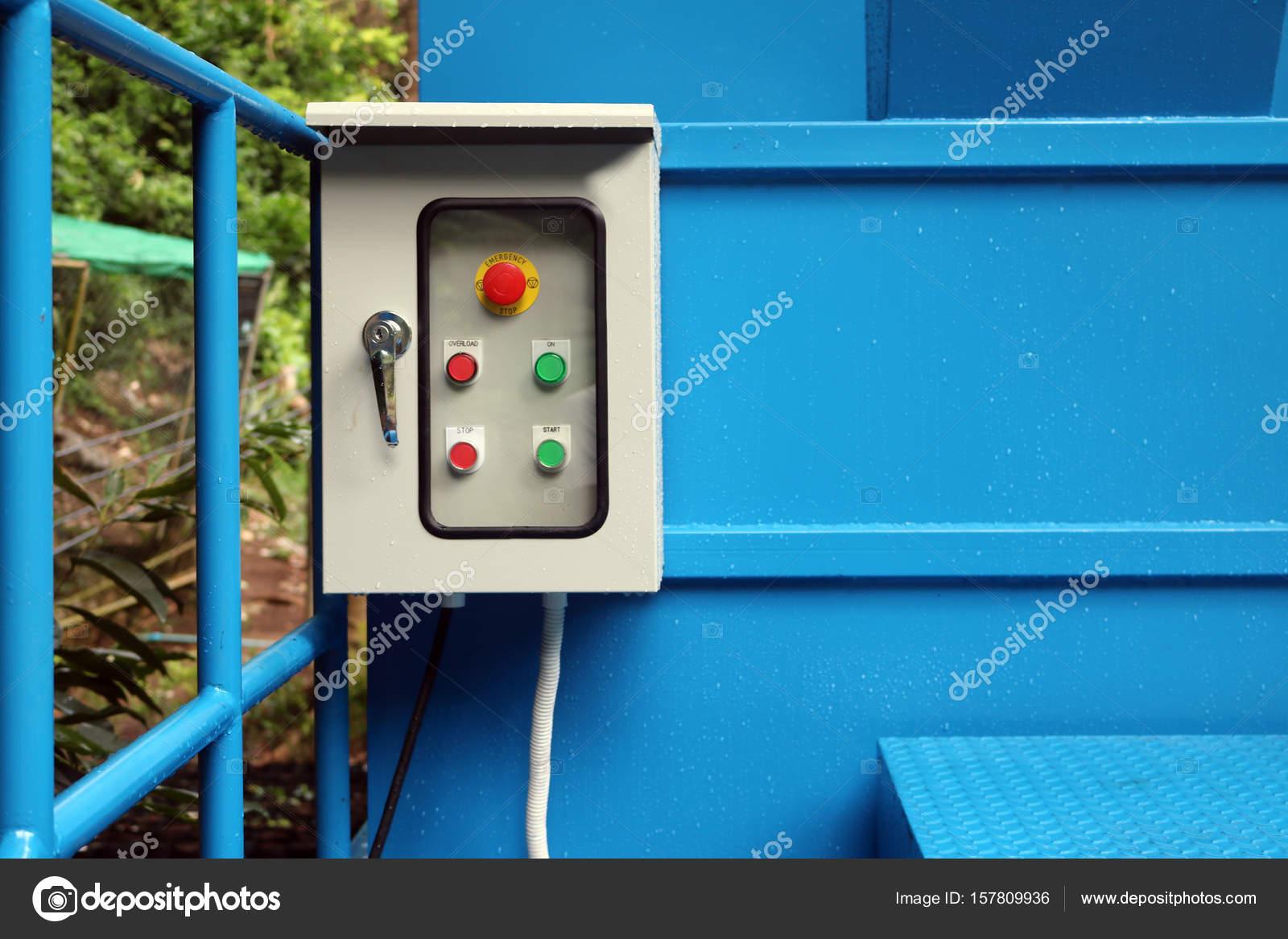 elektrische Steuerbox im Garten — Stockfoto © gonnjdi.gmail.com ...