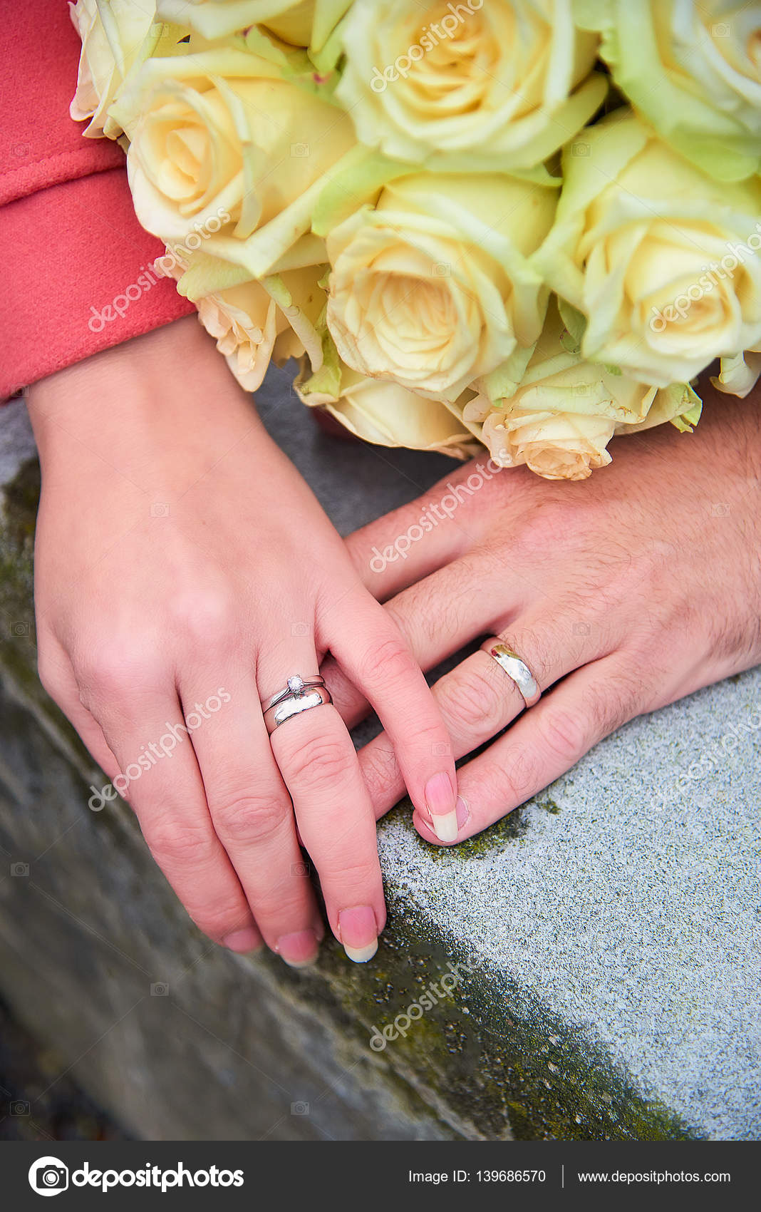 Bride and groom hands with rings and flowers — Stock Photo ...