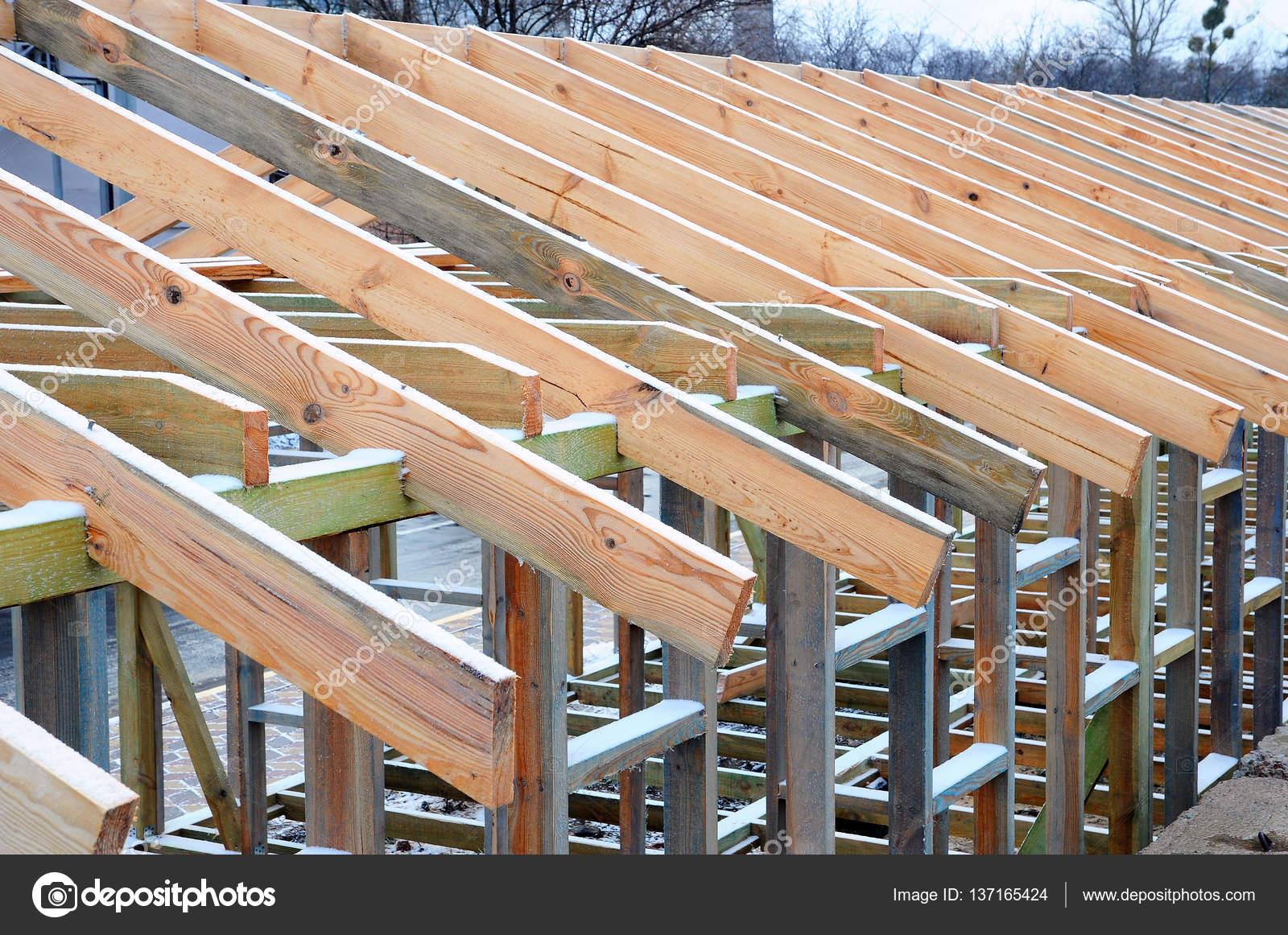 La struttura in legno dell 39 edificio telaio in legno da for Piani di costruzione personalizzati per la casa