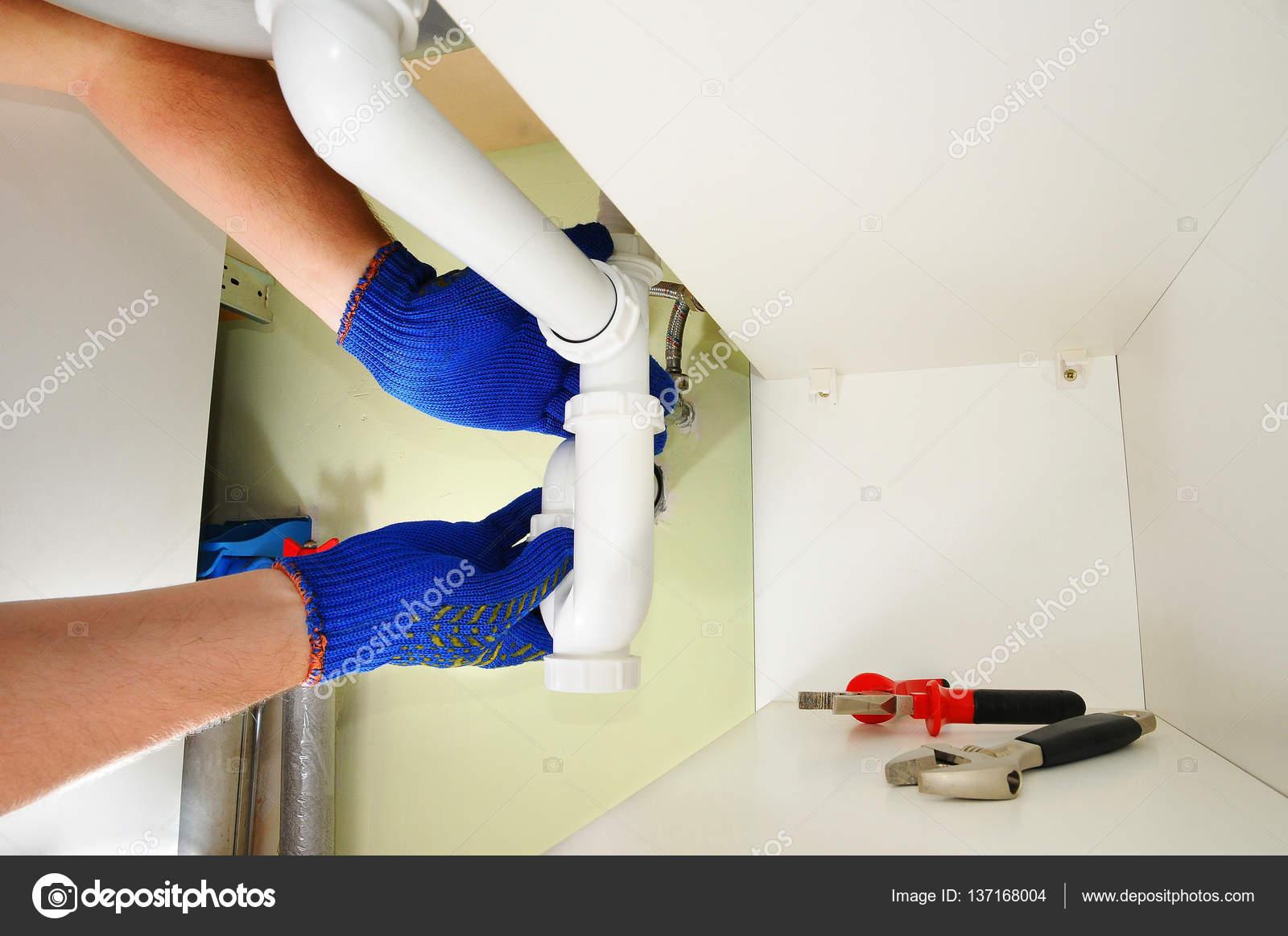 Wastafel Sifon Monteren : Loodgieter tot vaststelling van de wastafel sifon in een keuken