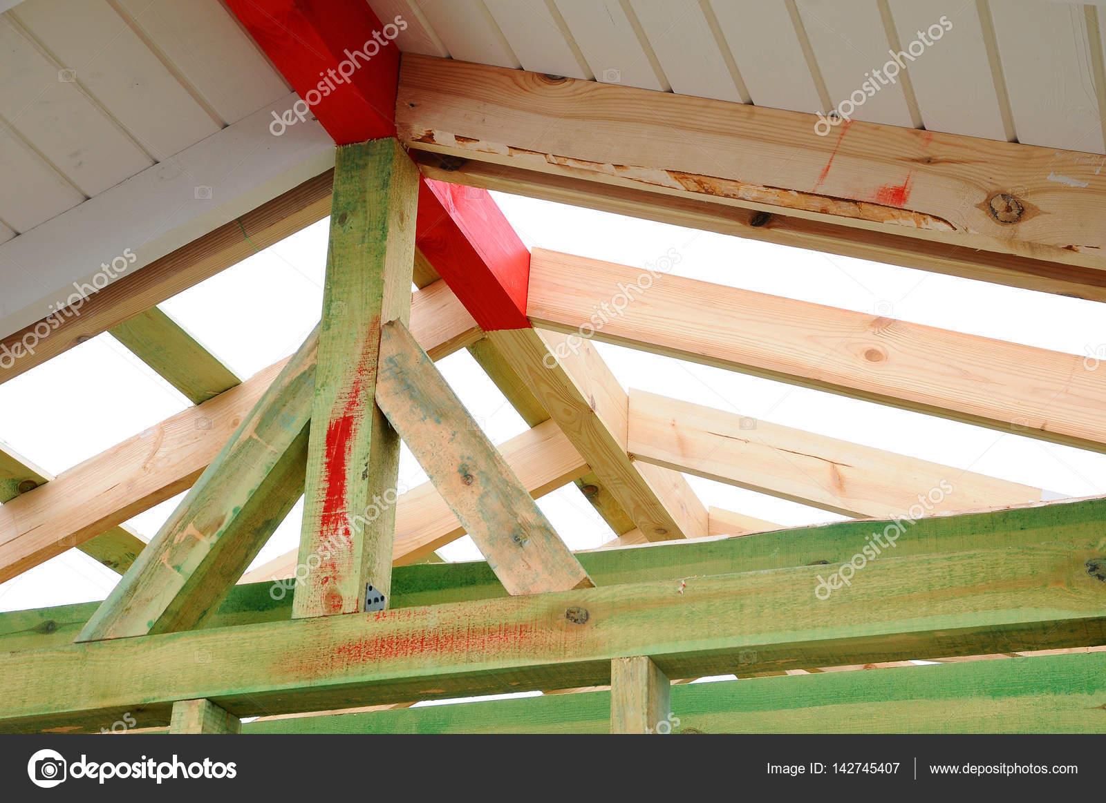 la estructura de madera del edificio edificio de estructura de madera construccin de techo de madera foto para el hogar edificio de la casa