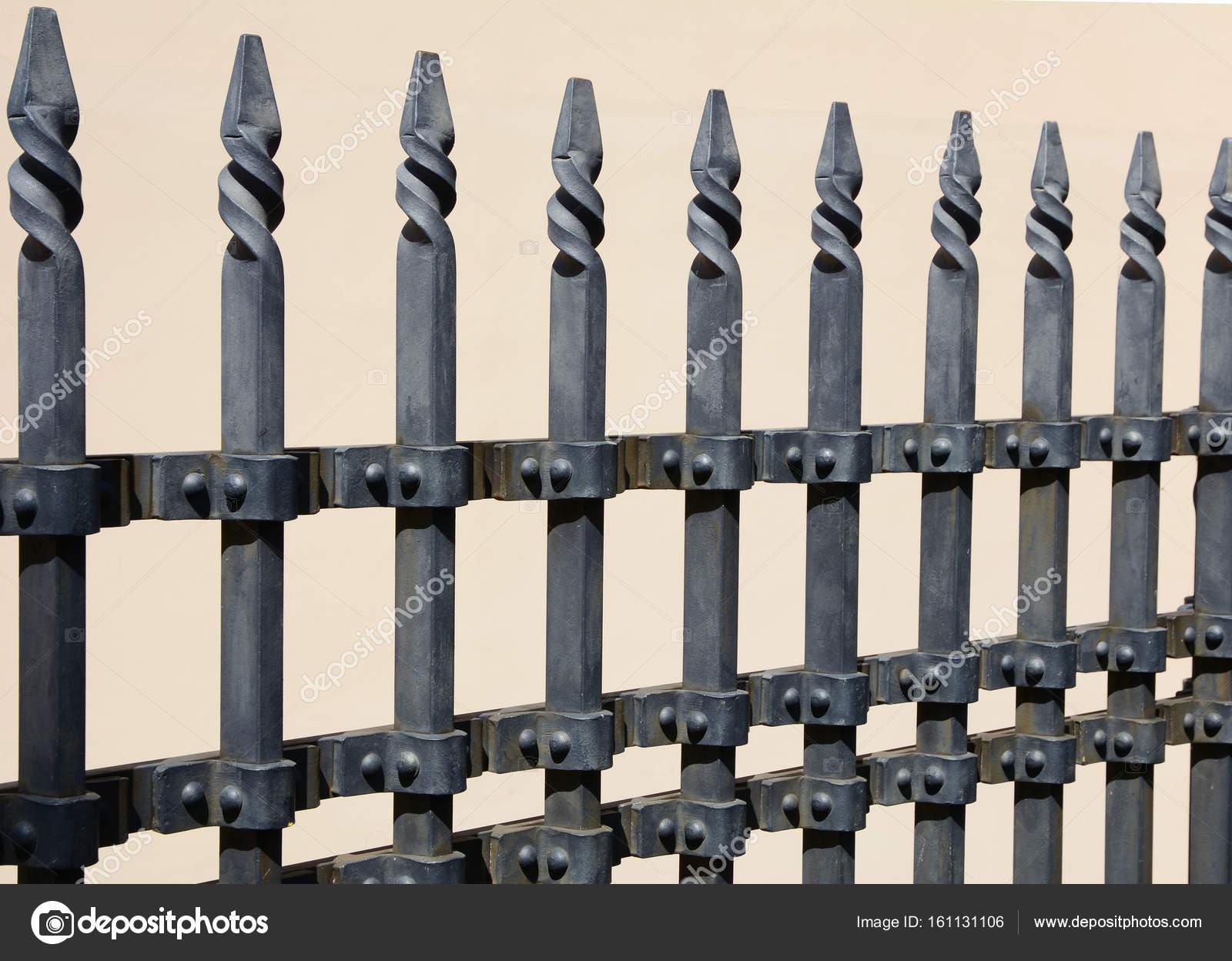 Imagenes Cercas De Metal Hermosa Cerca Del Forjado Imagen De Una - Vallas-de-metal