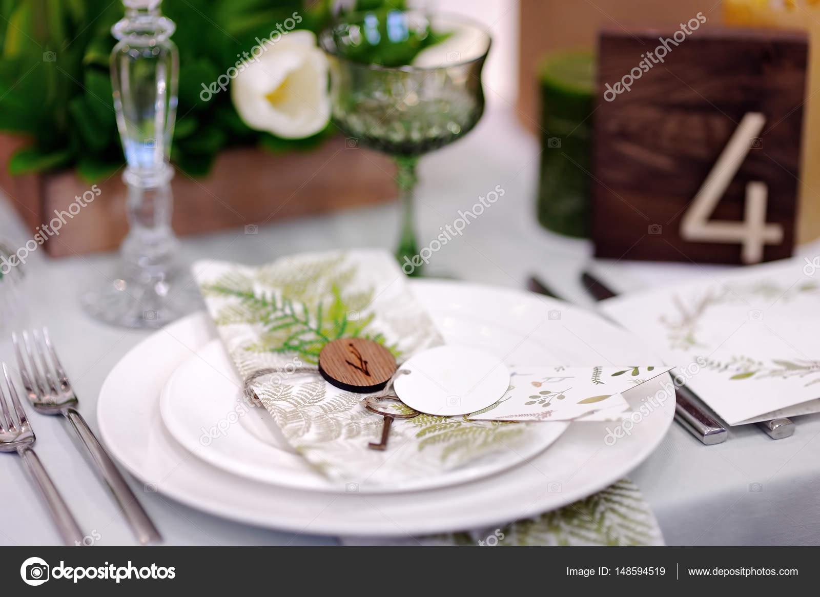 Tisch Mit Blumen Fur Die Hochzeitsfeier Stockfoto C Mary Smn