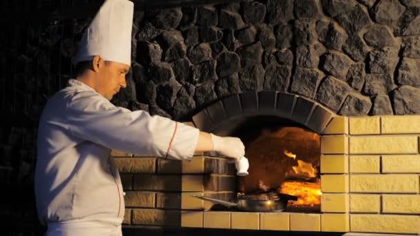 Főzés steak tűzkemencében