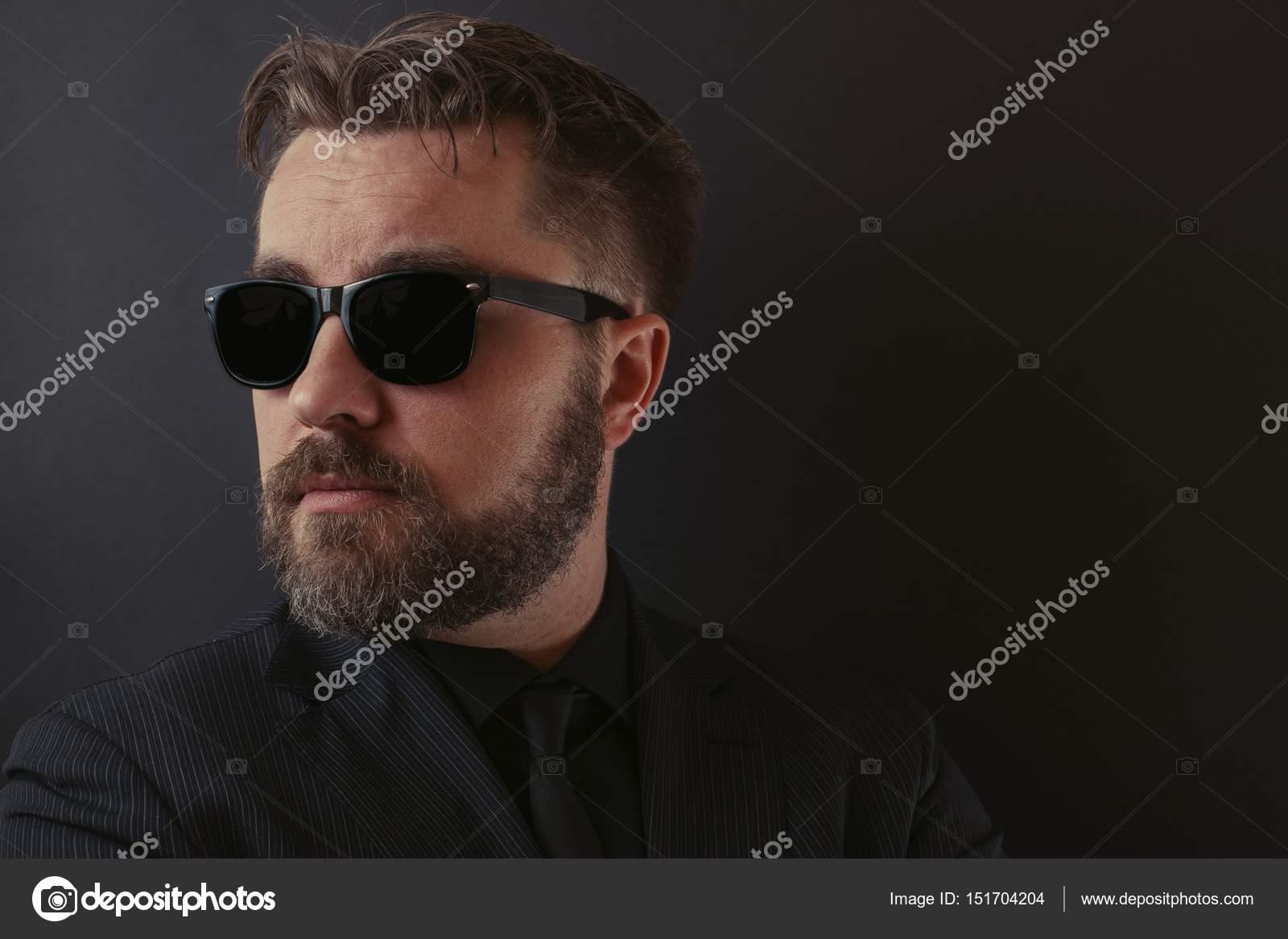 Un Brutal Con Y Barba Elegante Hombre Peinado Traje Una En R4AL5j