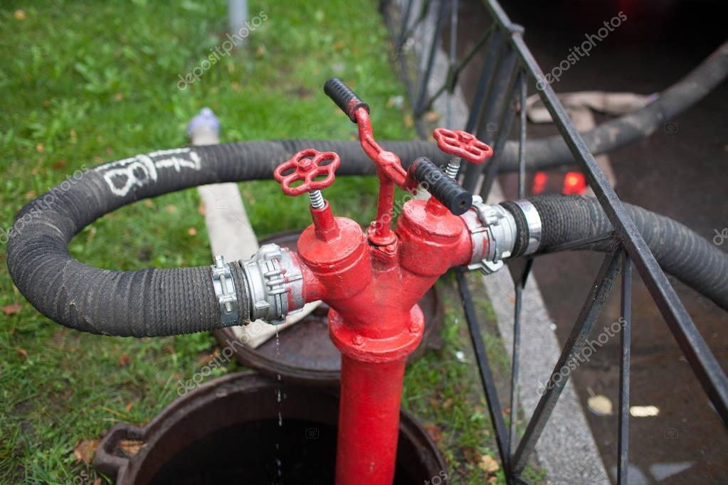 how to hook up to a fire hydrant and pull hose By connecting a y shaped hose connector to your hose bib, also called a faucet, you'll also be able to use the bib for hooking up a sprinkler for the kids without screw the hose for your sprinkler system onto the left-hand opening of the y connector, and turn its handle to the left to allow water to flow into it.