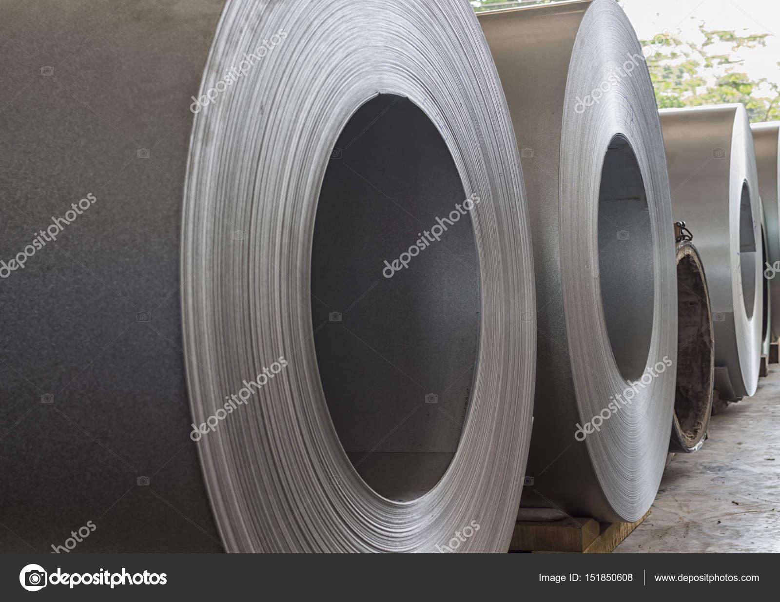 Stock di bobine dacciaio in magazzino per la produzione di
