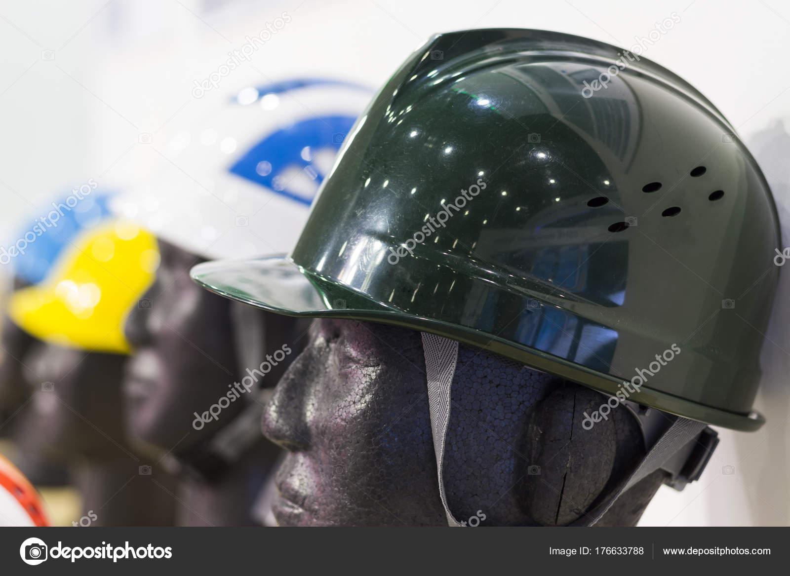 Manequins Com Capacete Segurança Equipamento Proteção Pessoal Epi —  Fotografia de Stock a797a527ee
