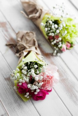 Mini bouquets with roses