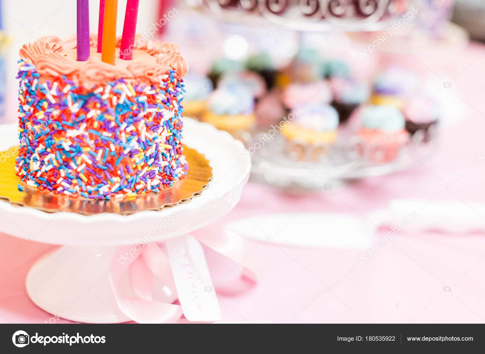 Partei desserts und kuchen tisch bei der geburtstagsfeier for 2533 raumgestaltung und entwerfen