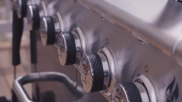 Brenner Für Gasgrill : Nahaufnahme der regler auf outdoor brenner gasgrill u2014 stockvideo