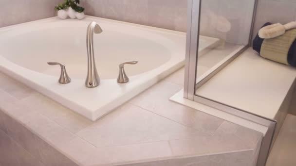 Moderní hlavní koupelna luxusní dům