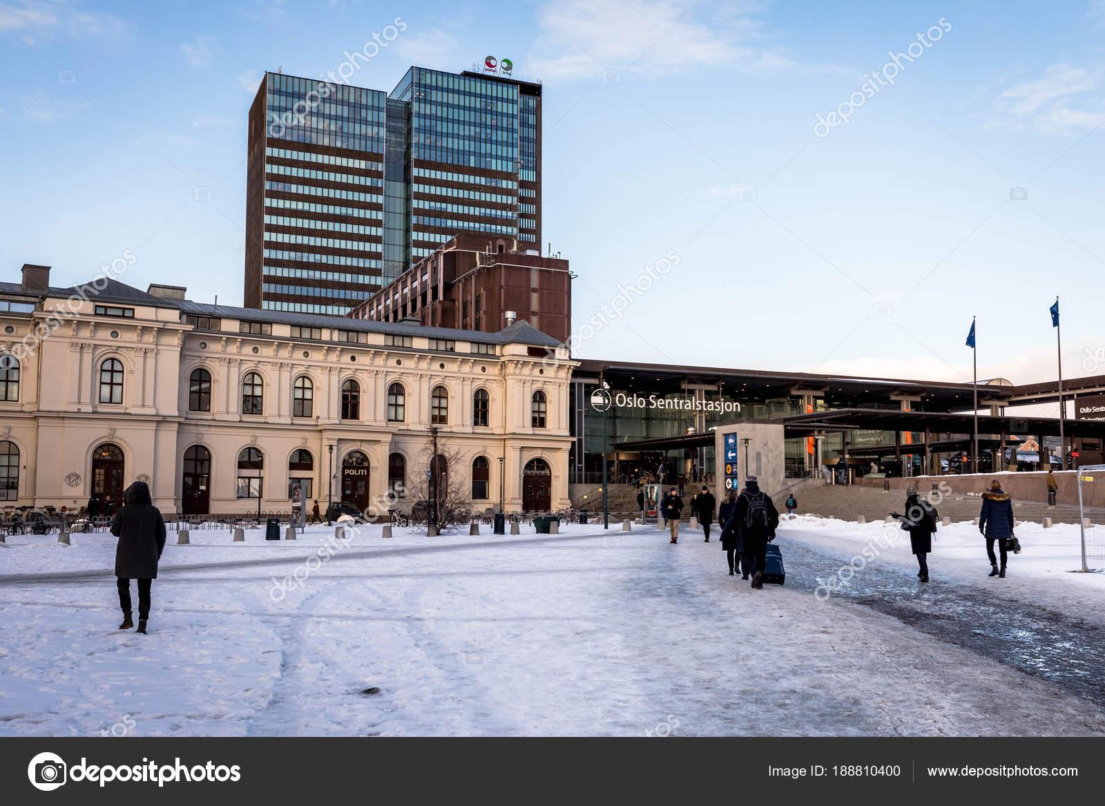 Oslo norv ge 16 mars 2018 gare centrale d oslo de jour de passants neige sur le terrain - Bureau de poste gare de l est ...